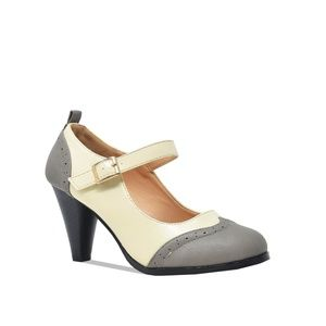 Shoes - Women's Vintage Round Toe Two Tone Mary Jane Pumps